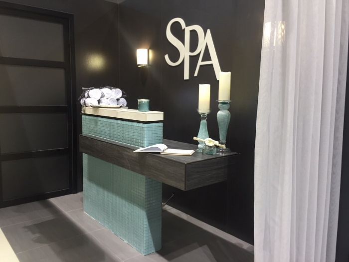 Laminam, Filo Ghisa, was used behind the front desk to give a polished metal look with a dramatic effect.