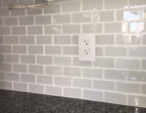 How to Avoid Visible Trowel Ridges Through Translucent Glass Tile