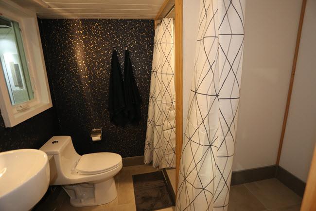DW Sanders bathroom installation at the Installation Design Showcase